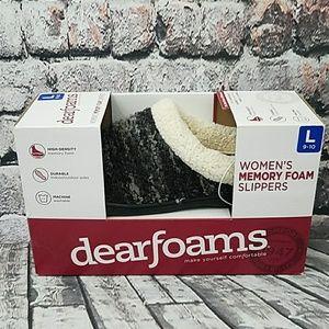 New in Box Dearfoams Memory Foam Slippers